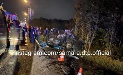 Появилось видео с места трагедии в Управленческом, где девушка разорвала Mazda 3 об столб