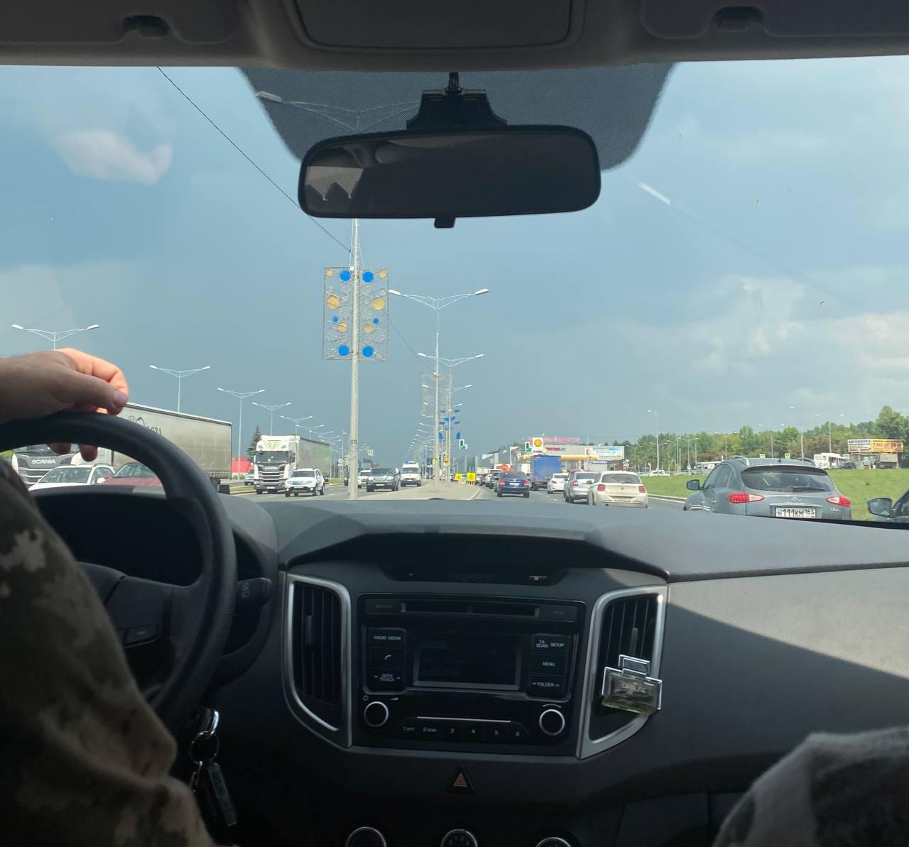 Идет шторм. В Самаре из-за ливня с градом почти остановилось движение около ТЦ «Мега»
