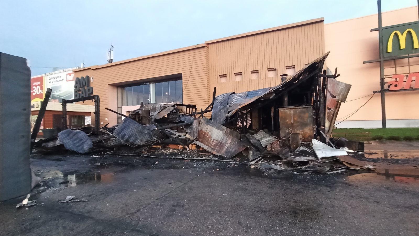 Сгорели до тла: ночью 26 сентября у ТЦ Амбар произошел пожар
