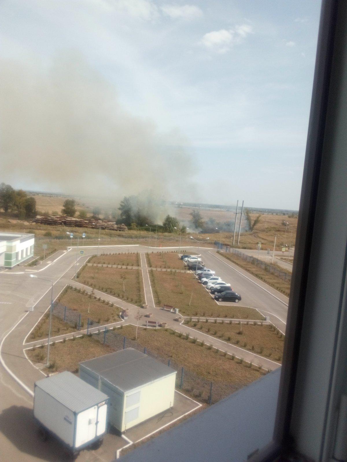 Напротив ковидного госпиталя в Волжском районе пожар