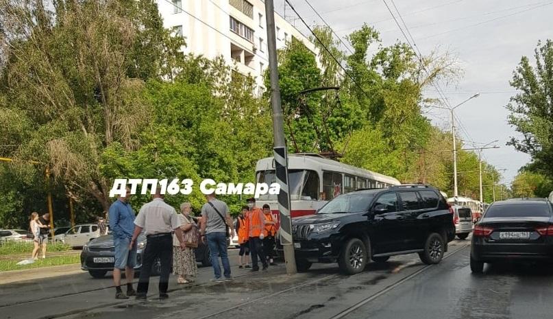 В Самаре объявлены дни столбов: водители разбили Prado и Cayenne