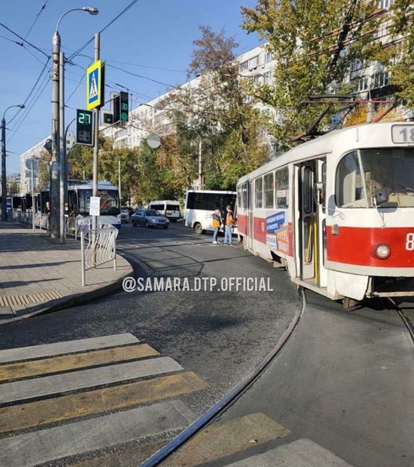 В Самаре на Клинической встали трамваи