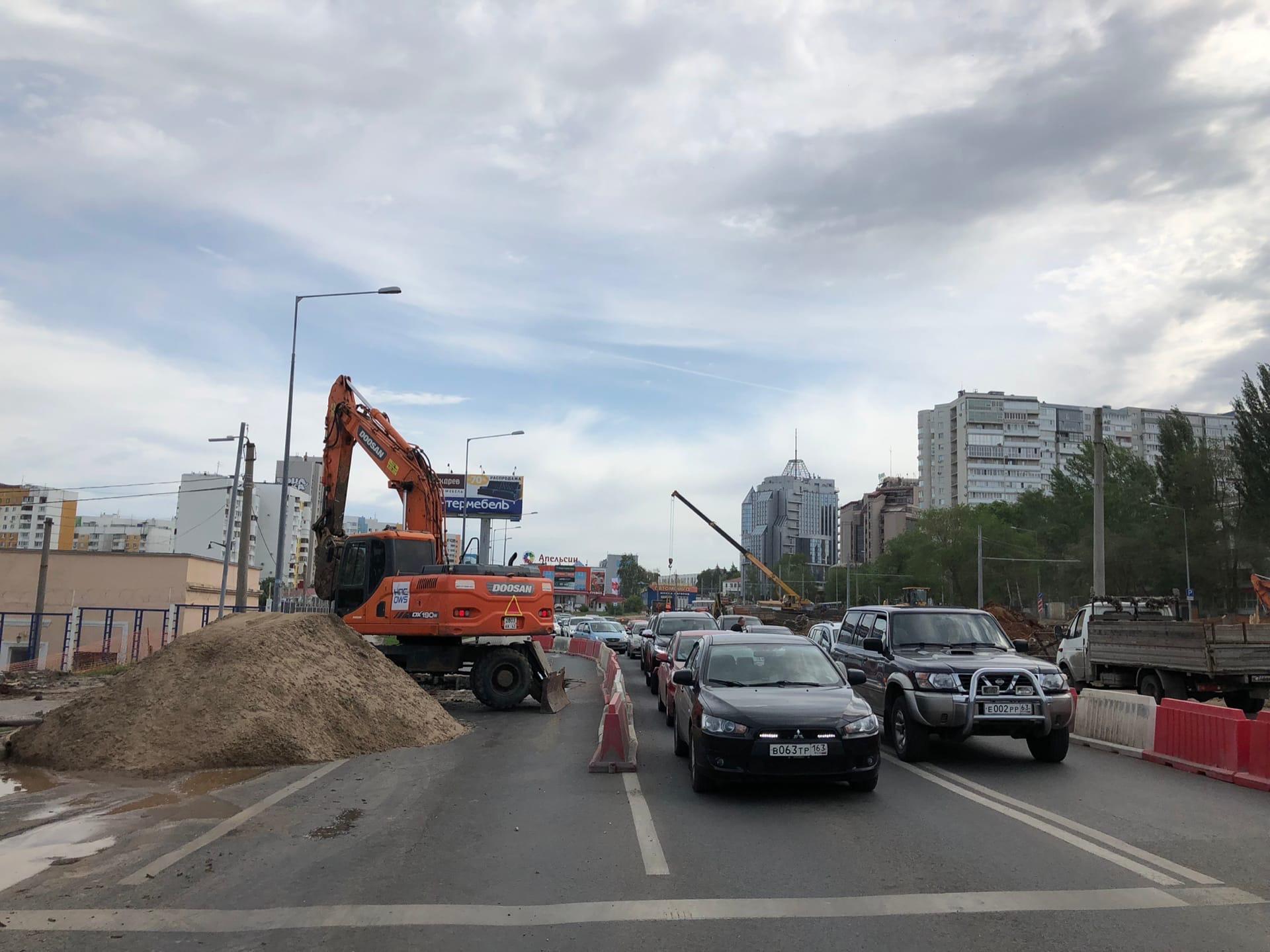 Блогер заснял ограничение движения на пересечении улиц Ново-Садовой и Советской Армии в Самаре