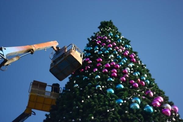 ВСамаре идет монтаж новогодней иллюминации