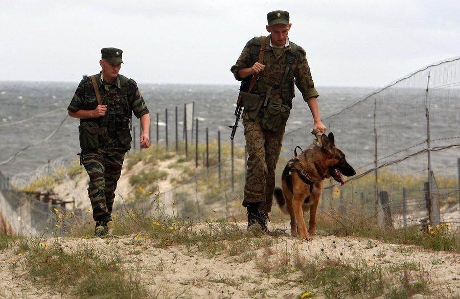фото пограничников россии на службе при помощи