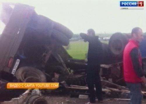ВСамарской области опрокинулся фургон, перевозивший металлолом